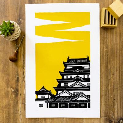 linogravure du château de fukayama au japon sur fond jaune