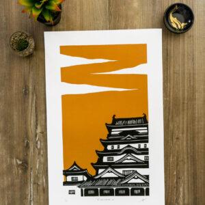linogravure du château de fukayama au japon sur fond orange